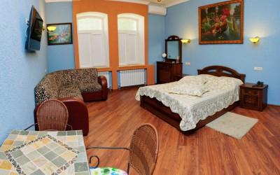 Семейная комната Люкс с двуспальной кроватью и широким диваном