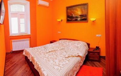 Двухкомнатный Люкс с двуспальной кроватью и диваном